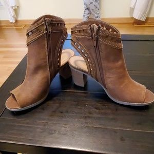 Brand new Maurice's fall heels